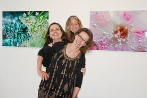 Energinen tiimi koossa, Virpi, Katja ja Esmeralda. (Kuva Tapsa Nero)
